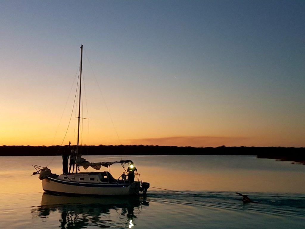 Atardecer navegando en velero