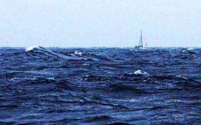 Nubes y sextante. Mal tiempo, mareos y … vía de agua (2º día CAP)