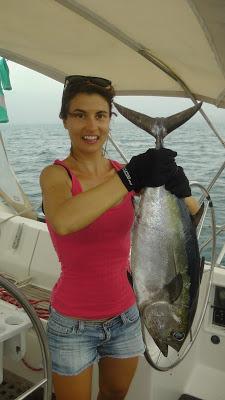 Fotografía con un atún recién pescado de 10kg