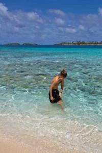 Playa de arena blanca y agua transparente