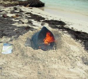 Imagen de basura en llamas en la isla de San Blas