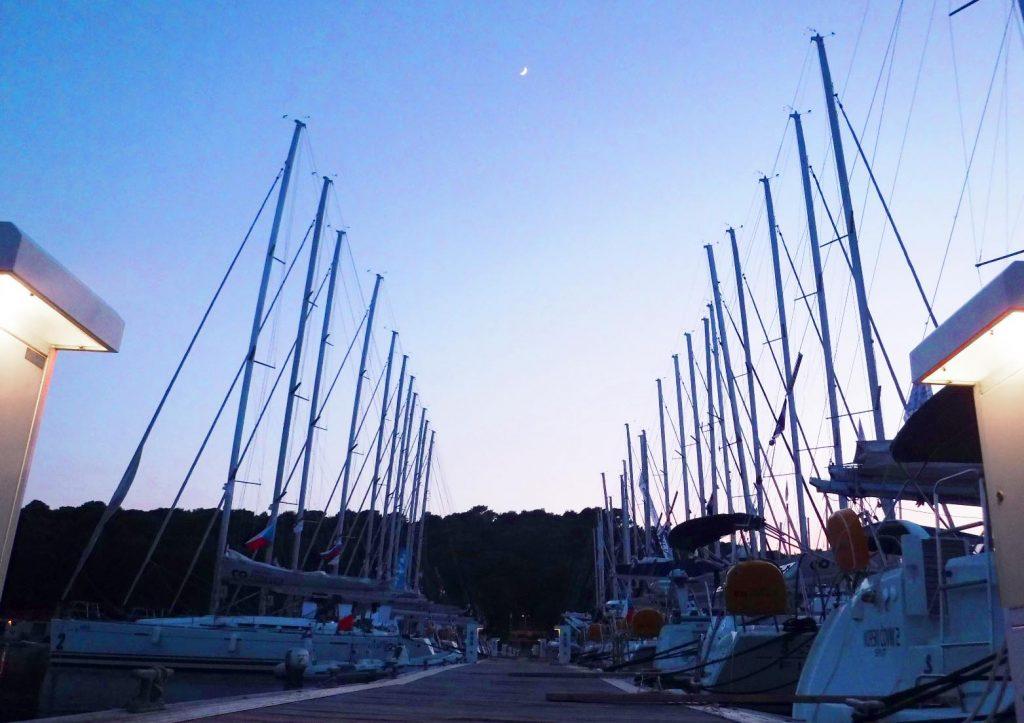 Base alquiler velero