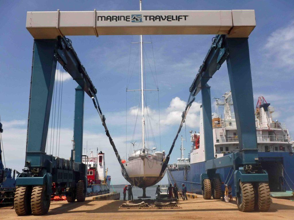 Barco para mantenimiento