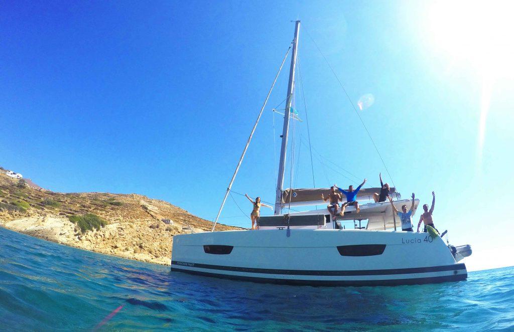 Catamaran navegar fondeo
