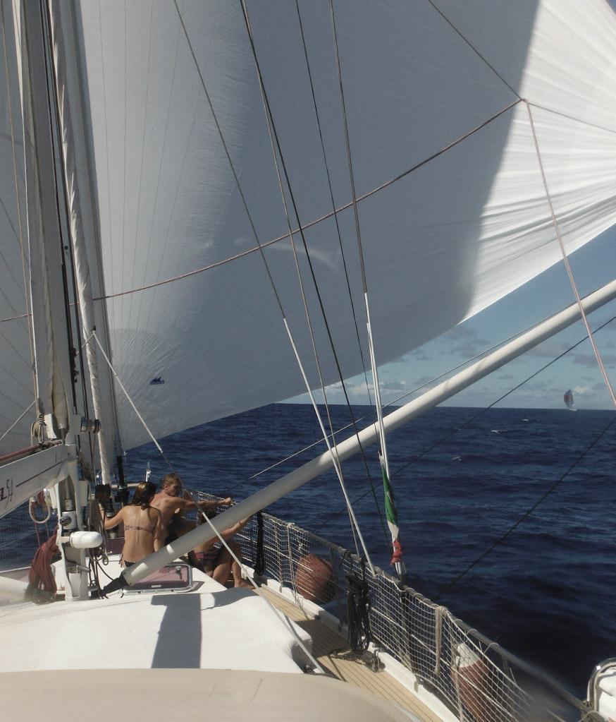 Cruzar-el-Atlantico-en-velero-Allende-los-Mares