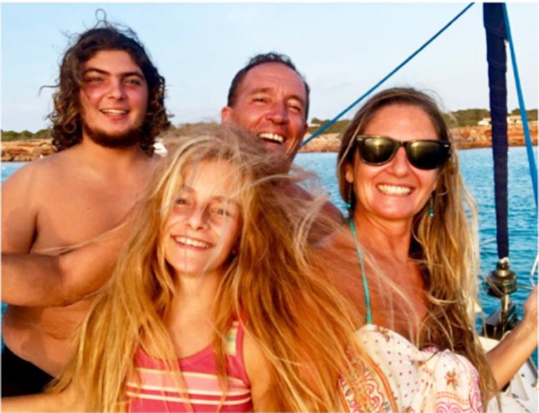 Familia en velero